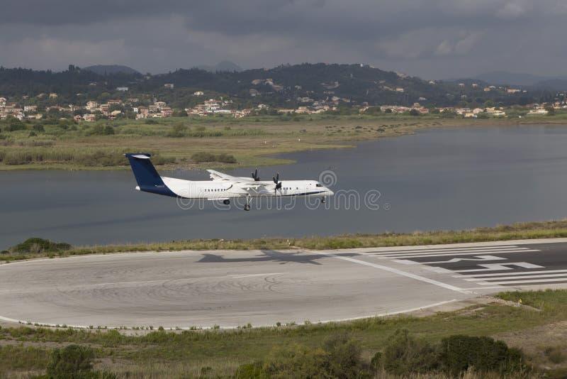 Aterrissagem de avião imagens de stock