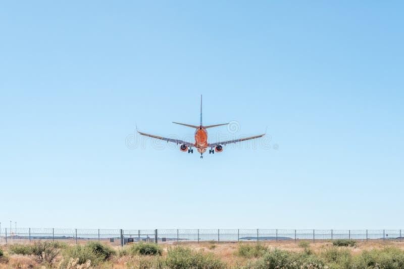 Aterrissagem de aviões do passageiro em Bram Fischer International Airport imagens de stock royalty free