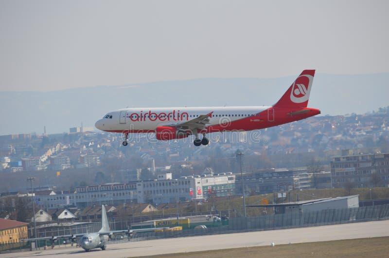 Aterrizaje de Airbus foto de archivo libre de regalías