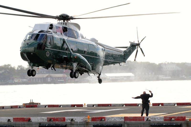 Aterrizaje de Marine One VH-3D en el helipuerto de Wall Street imagenes de archivo