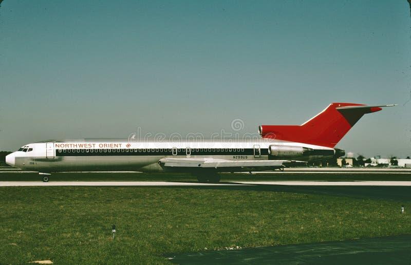 Aterrizaje de Northwest Airlines Boeing B-727 después de un vuelo de Los Angeles en febrero de 1986 foto de archivo