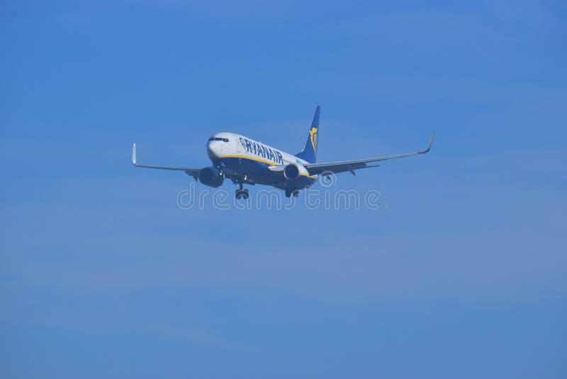 Aterrizaje de Ryanair en Alicante fotografía de archivo