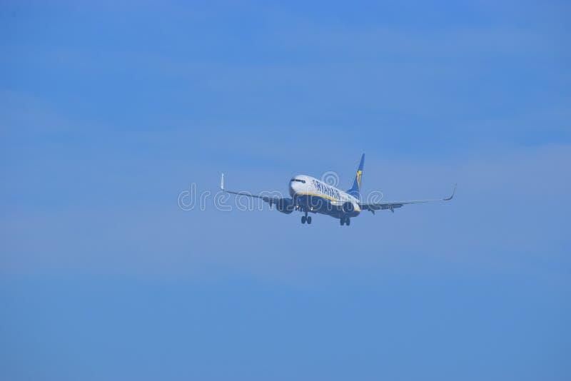 Aterrizaje de Ryanair en Alicante imágenes de archivo libres de regalías