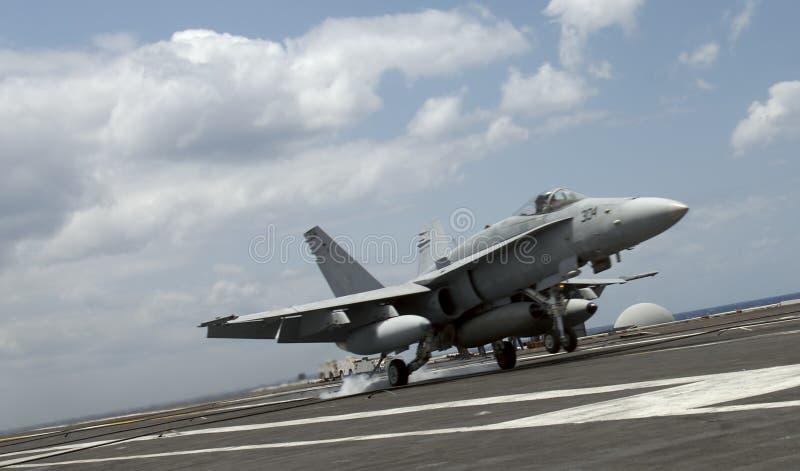 Aterrizaje del avispón F-18 imágenes de archivo libres de regalías