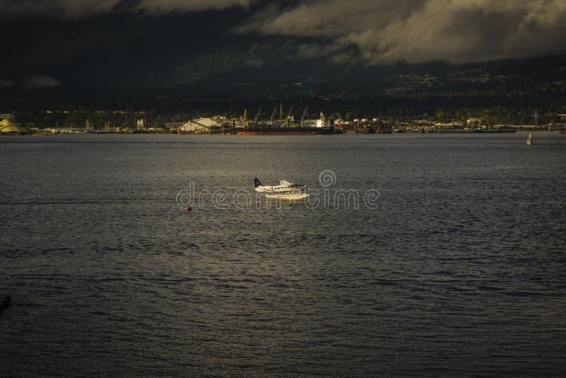 Aterrizaje del hidroavión en Vancouver imagen de archivo