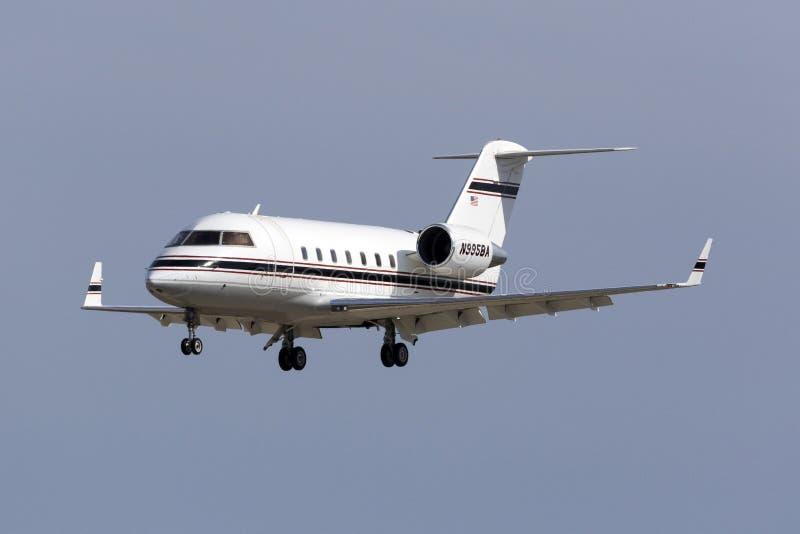 Aterrizaje del jet del negocio imagen de archivo