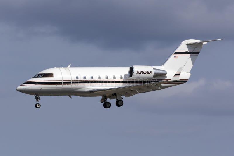 Aterrizaje del jet del negocio fotos de archivo