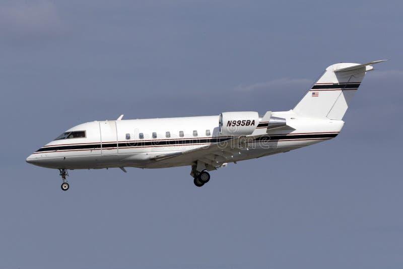 Aterrizaje del jet del negocio foto de archivo libre de regalías