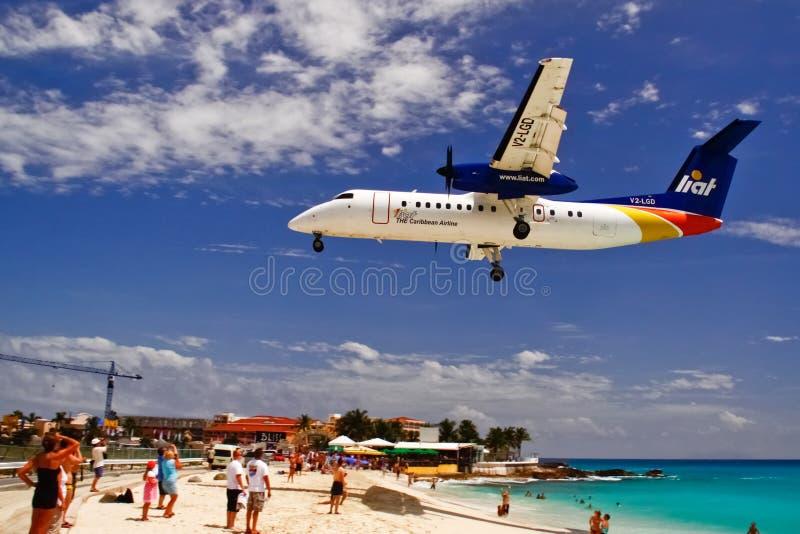 Aterrizaje del plano de la bahía del St. Maarten Maho fotografía de archivo libre de regalías