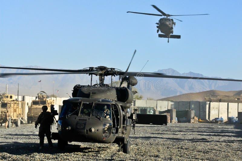 Aterrizaje militar del helicóptero de los E.E.U.U. imagenes de archivo