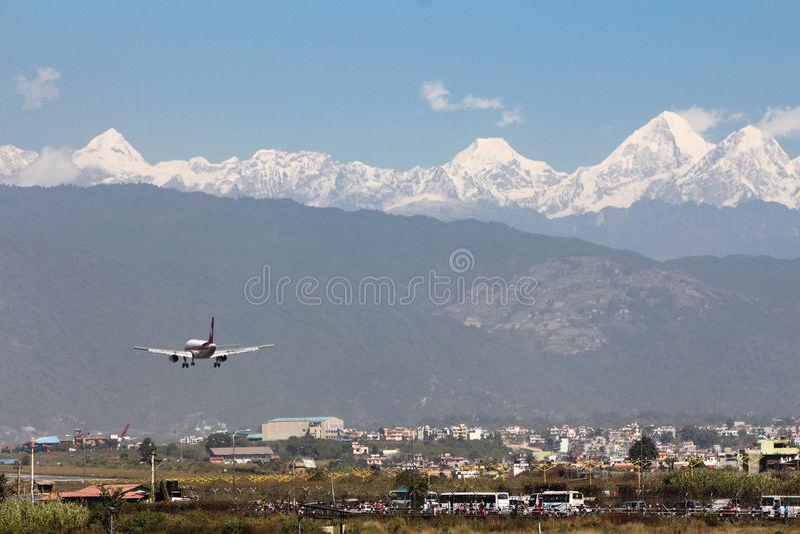 Aterrizaje plano, aeropuerto de Katmandu fotografía de archivo