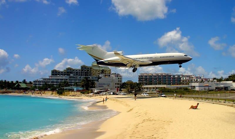 Aterrizaje privado del jet fotografía de archivo libre de regalías