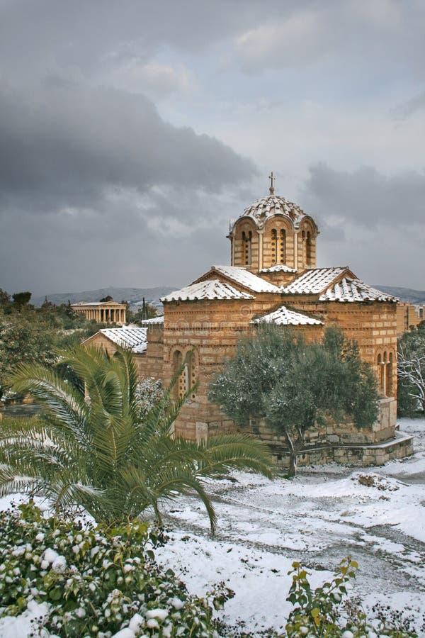 Athènes, Grèce - église orthodoxe grecque dans la neige photographie stock