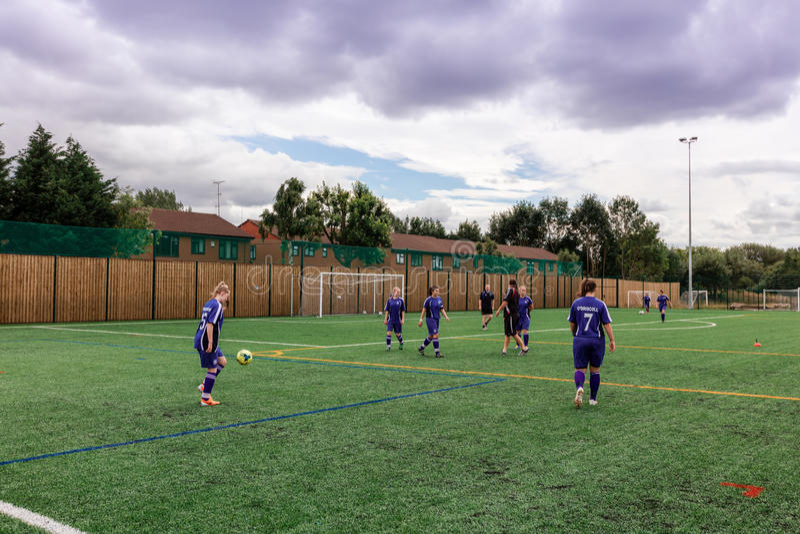 Ath del entrenamiento del equipo de las muchachas el FC United Of Manchester foto de archivo
