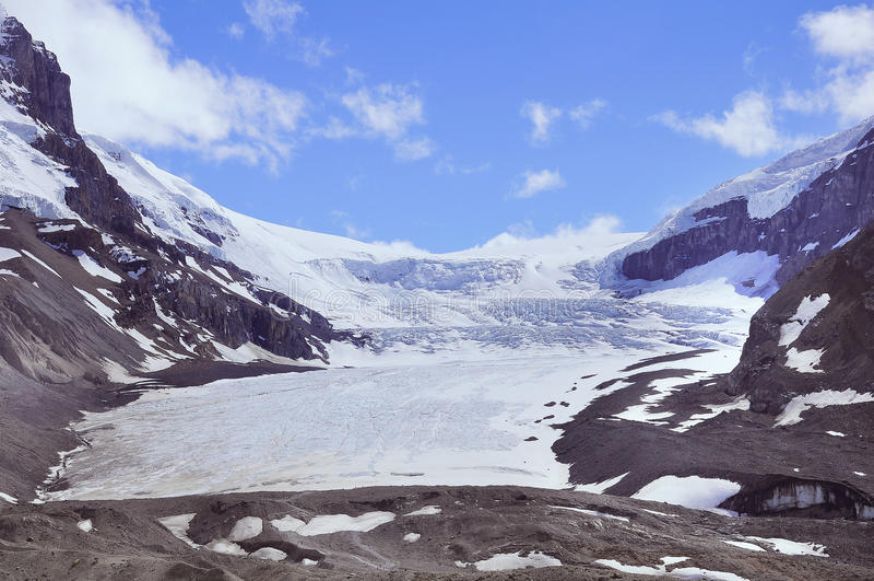 Athabascagletsjer - een deel van Colombia Icefield stock foto