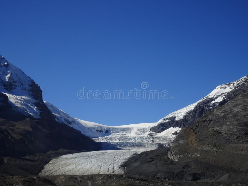 Athabascagletsjer in Jasper National Park in Colombia Icefield in Rocky Mountains in Canada royalty-vrije stock fotografie