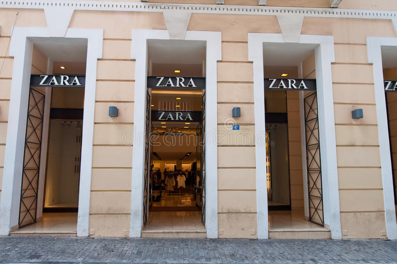 ATHEN 22. AUGUST: Zara-Speicher auf Emrou-Straße 22,2014 Athen im August, Griechenland lizenzfreie stockfotos