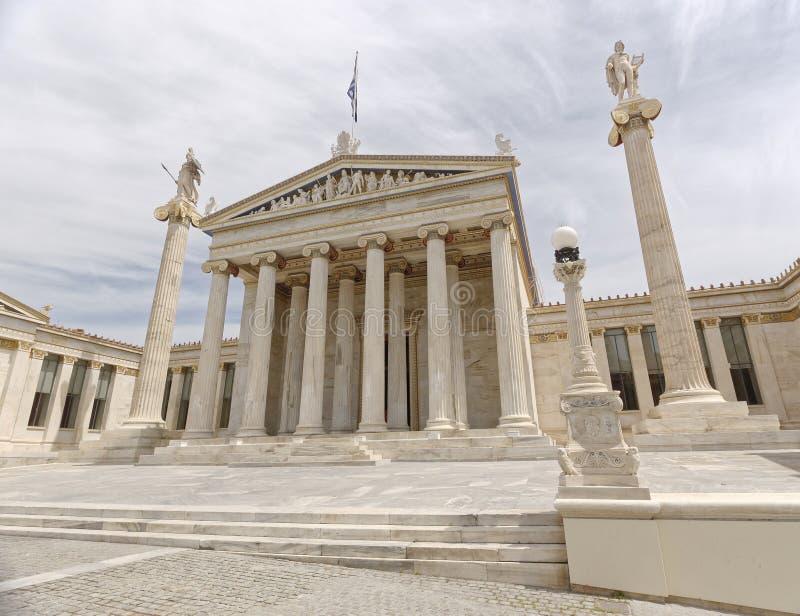 Athen Griechenland, das nationale Hochschulneoklassische Gebäude mit Athene- und Apollo-Statuen stockbilder
