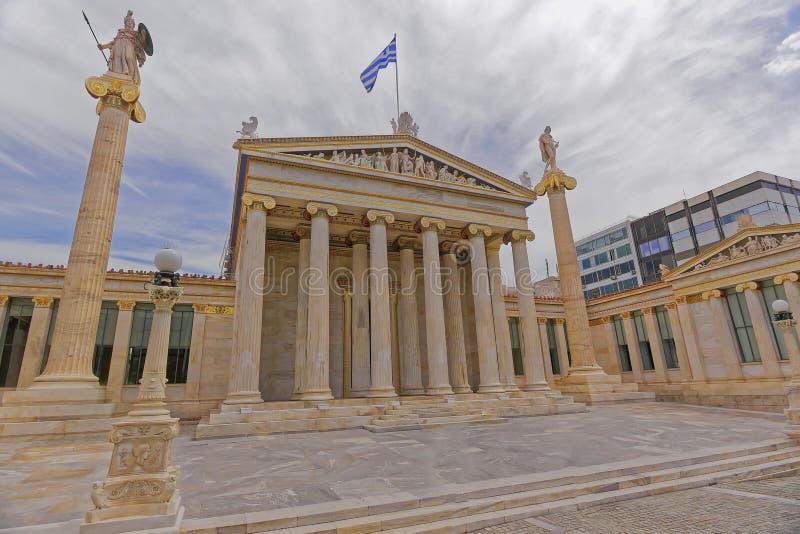 Athen Griechenland, das nationale Hochschulneoklassische Gebäude mit Athene- und Apollo-Statuen lizenzfreies stockbild