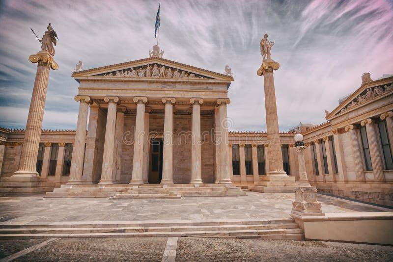 Athen Griechenland, die nationale Akademie mit Athene- und Apollo-Statuen stockfoto