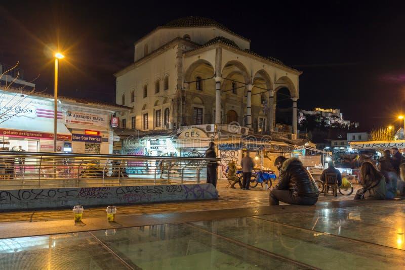 ATHEN, GRIECHENLAND - 19. JANUAR 2017: Nachtfoto von Monastiraki-Quadrat, Athen, Griechenland stockbilder