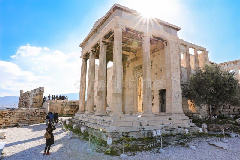 Athen, Griechenland - 14. März 2017: Tourist macht Fotos von Pandroseion, war gegründetes Nord zum alten Tempel von Athene in stockbild