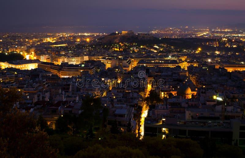 Athen nachts stockfotos