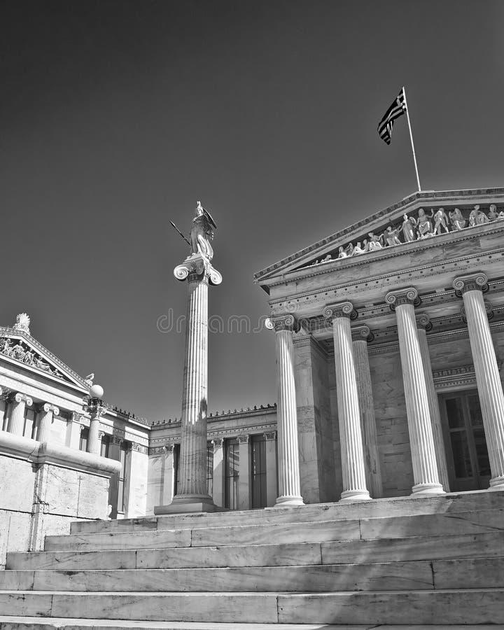 Athena a deusa da sabedoria e do knowlegde na frente da universidade nacional de Atenas fotografia de stock royalty free