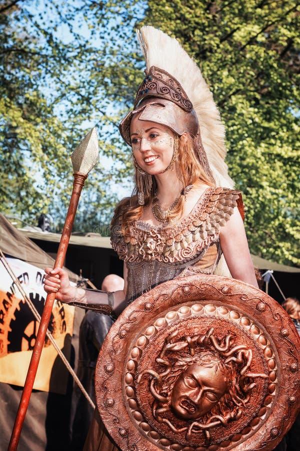 Athena la diosa de la guerra y de la sabiduría durante la fantasía del duende justa fotografía de archivo libre de regalías