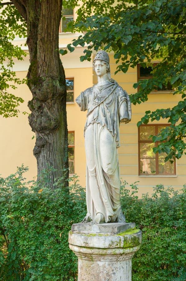 Athena Pallada Sculpture de grès par le sculpteur inconnu du XVIIIème siècle , Pavlovsk, Russie image libre de droits