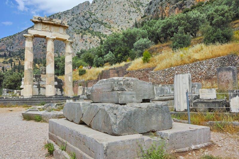 Athena Pronaia Sanctuary dans le site archéologique du grec ancien de Delphes, Grèce photographie stock libre de droits