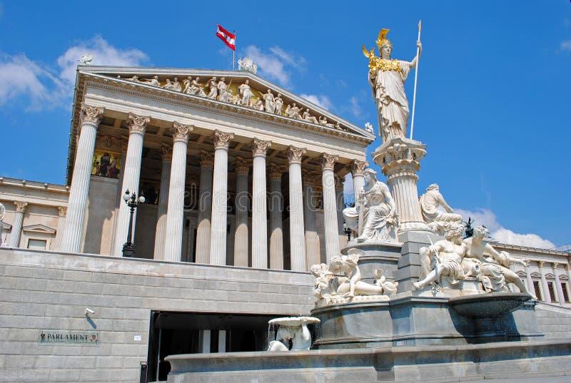 athena springbrunnparlament vienna arkivbild
