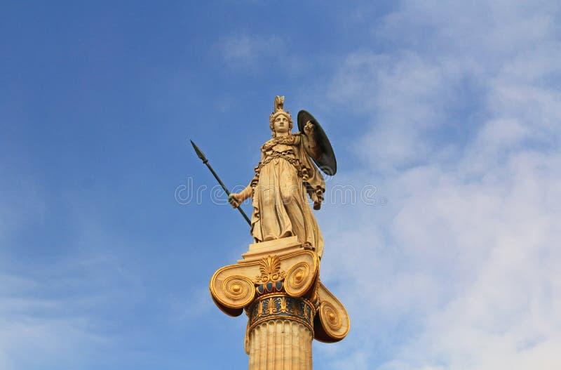 Athena Statue - academia nacional das artes em Atenas, Grécia imagens de stock royalty free
