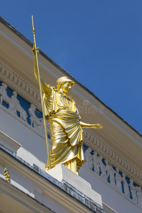 Athena Statue no clube do ateneu em Londres fotografia de stock royalty free