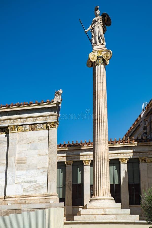 Athena staty nära akademin av Aten, Grekland royaltyfri fotografi