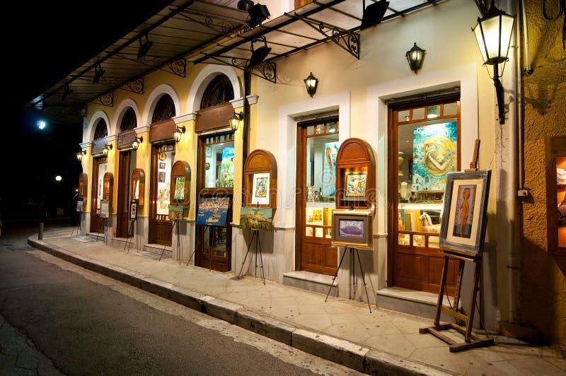 22 Athene-AUGUSTUS: Kunstgalerie bij nacht op Plaka-gebied op 22,2014 Augustus in Athene, Griekenland stock foto