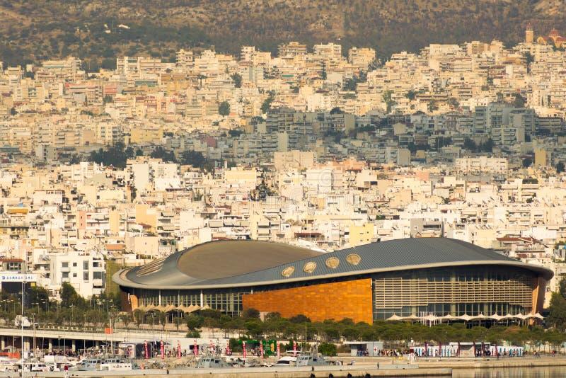 Athene, Griekenland 7 Jume 2016 Tae kwon do stadium in Griekenland Piraeus Landschapsmening van de stad met het stadion als voorg stock foto's