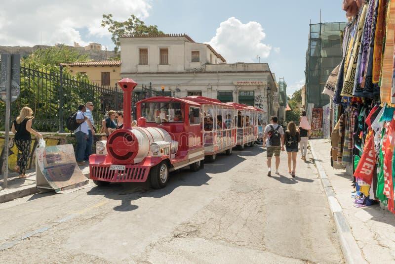 Athene, Griekenland 13 September 2015 De gelukkige trein in Monastiraki-straat is klaar voor een stad sightseeing royalty-vrije stock afbeelding