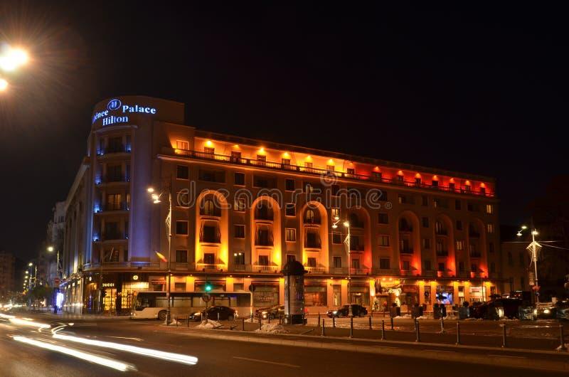 Athenee pałac Hilton w kolorach Rumuńska flaga obrazy royalty free