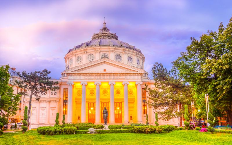 Atheneum roumain, point de repère de Bucarest images stock