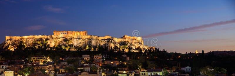 Athens Grekland Akropolen vaggar och Plaka arkivfoton