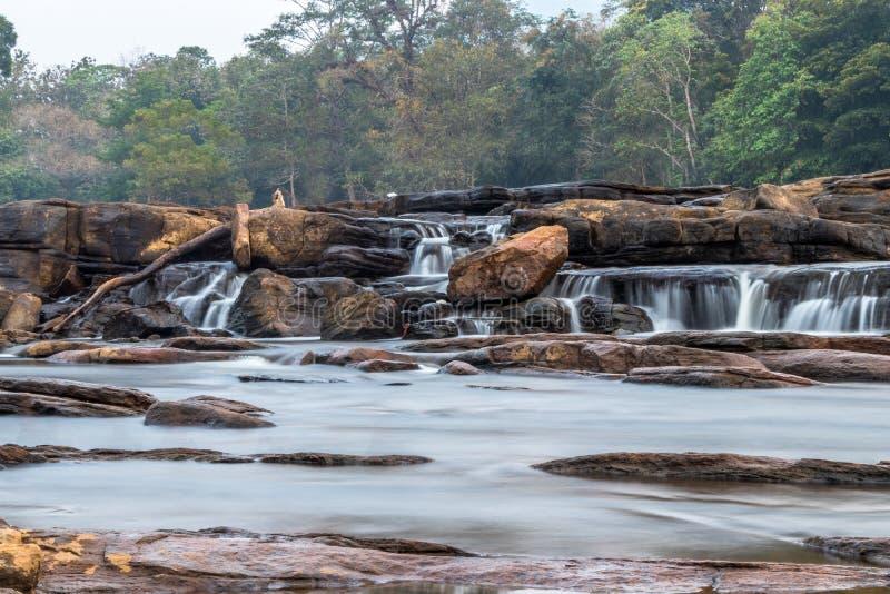 Athirappilly cade cadute dell'acqua di Athirapally posizione di jpgfra Ayyampuzha, Aluva Taluk, distretto di Ernakulam e Athirap fotografie stock