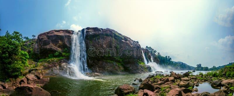 Athirappilly vattennedgångar royaltyfria foton