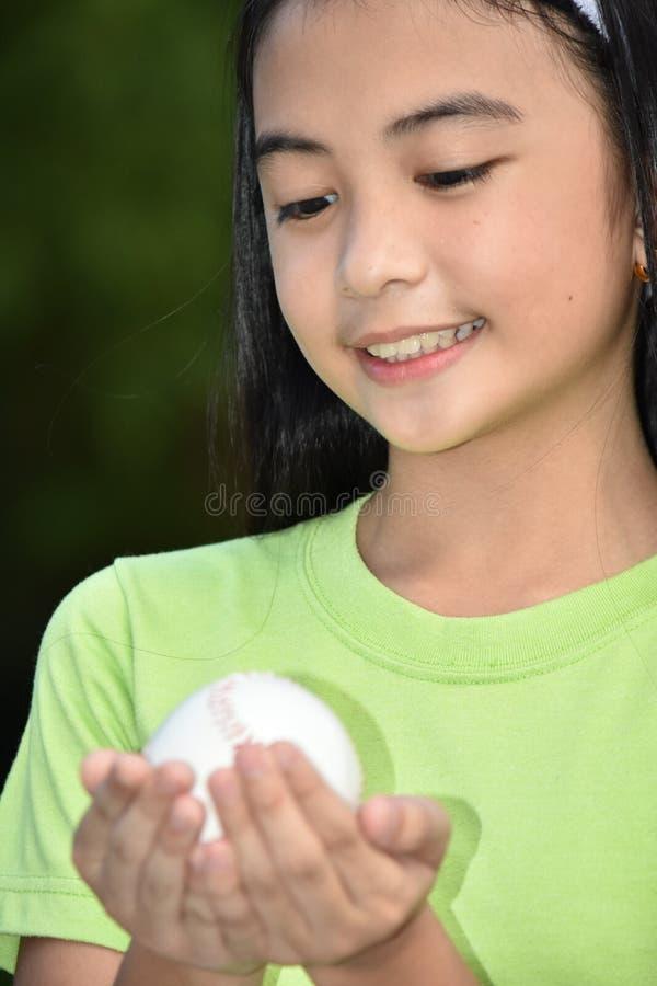 Athlète féminin asiatique Child Baseball Player et bonheur photos libres de droits