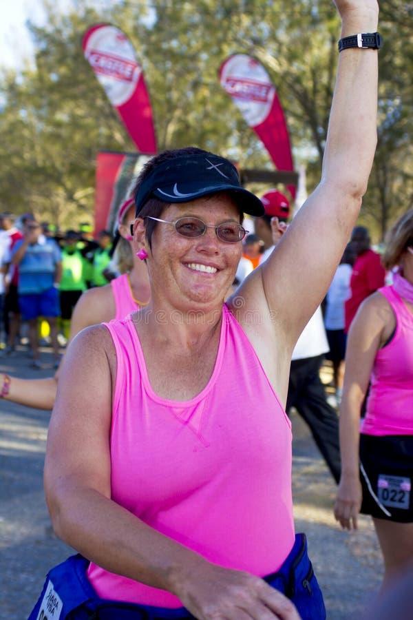 Athlètes féminins de promenade de résistance commençant le chemin image libre de droits