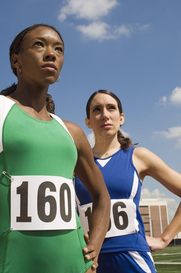 Athlètes féminins sûrs photo stock