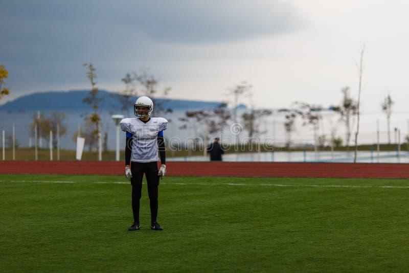 Athleten des amerikanischen Fu?balls lizenzfreies stockbild