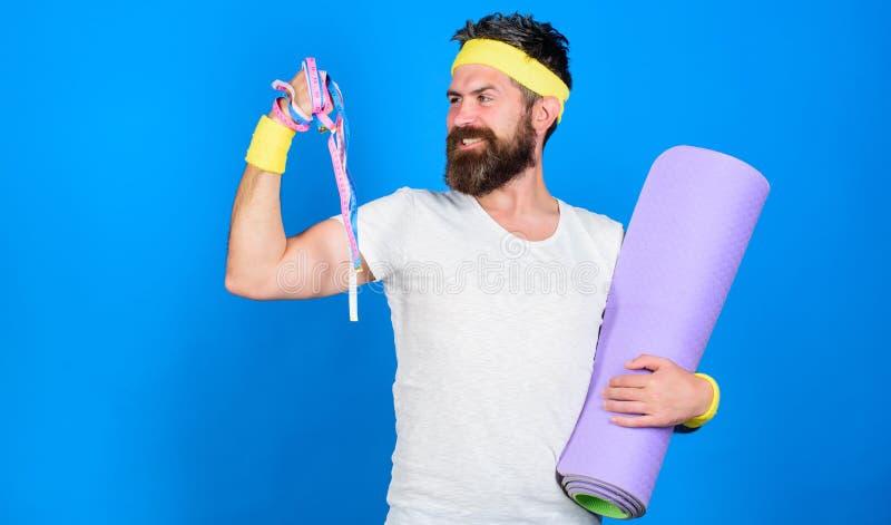 Athletenberufstrainer motiviert für die Ausbildung Athletenabnutzungsverbände für Schweiß Athletengriff-Eignungsmatte des Mannes  lizenzfreie stockbilder