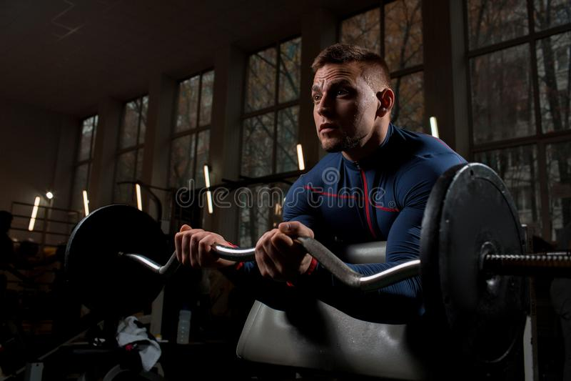 Athletengewichtheben lizenzfreie stockbilder