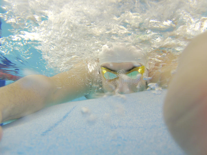 Athletenschwimmentraining lizenzfreies stockbild